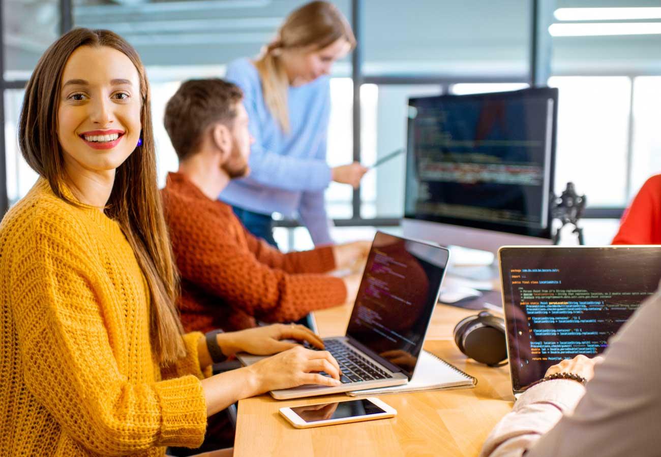 Becas Santander Tech: 400 becas para mejorar tu empleabilidad y competencias digitales
